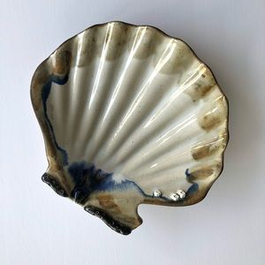 Vintage Shell pottery